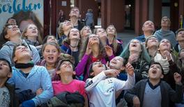 Junge Zuschauer bei den Highlights der Physik
