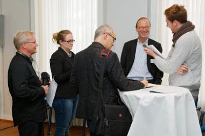 Journalistinnen & Journalisten im Gespräch mit Experten