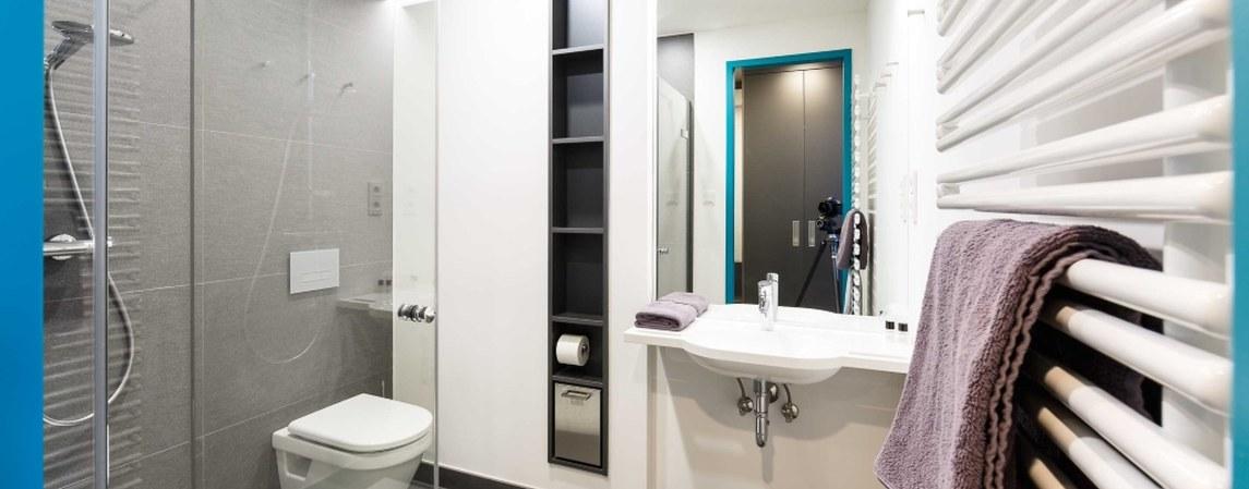 Badezimmer eines Zimmers im Gästehaus