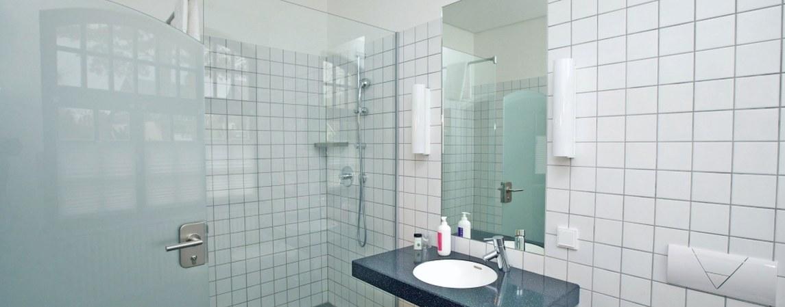 Badezimmer eines Zimmers im Stiftshaus des Physikzentrum Bad Honnef