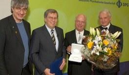 Physiker ehren Wissenschaftsjournalisten:   Publizistik-Medaille 2011 für den Wissenschaftsjournalisten Dr. Günter Paul