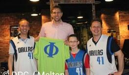 Trikottausch – PiA-Gewinner trifft Basketball-Superstar Dirk Nowitzki