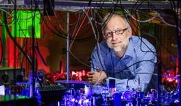Herbert P. Broida-Preis für Tilman Pfau vom 5. Physikalischen Institut der Universität Stuttgart