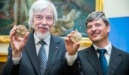 Hohe Auszeichnungen für DPG-Präsident Rolf Heuer und Max-Planck-Forscher Jörg Neugebauer