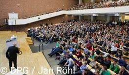 Im März ist Regensburg das europäische Zentrum der Physik
