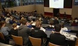 DPG-Schülertagung - Schülerinnen und Schüler diskutieren über ihre Forschung