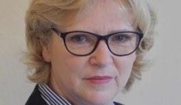 Christiane Götz-Sobel erhält Medaille für Naturwissenschaftliche Publizistik der DPG