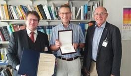 Übergabe der Medaille für naturwissenschaftliche Publizistik an Manfred Lindinger (F.A.Z.)